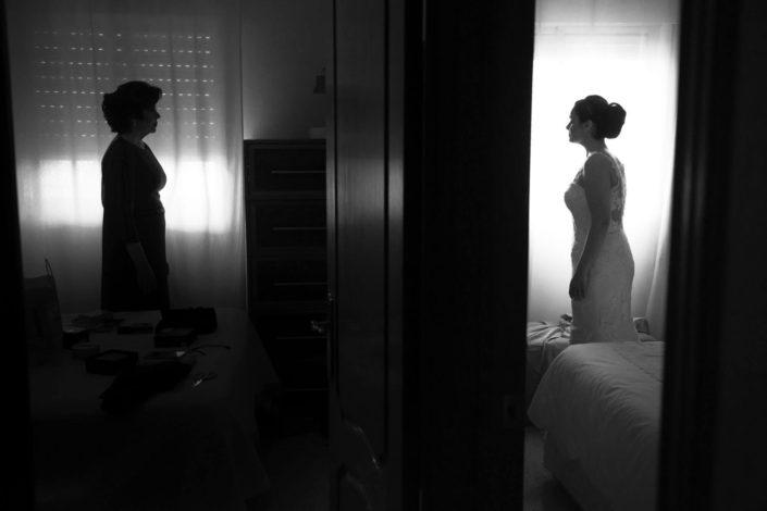madre-hija-frente-habitaciones-separadas