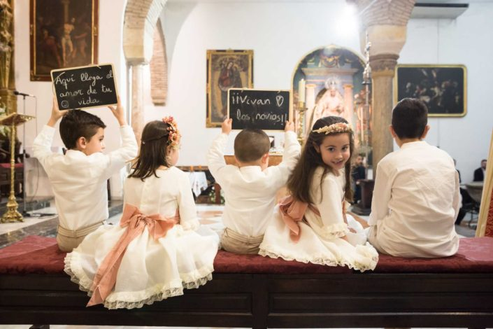 niños-sentados-ceremonia-boda
