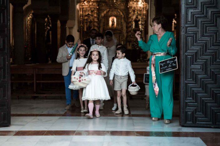 niños-saliendo-iglesia