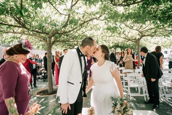 beso-recien-casados