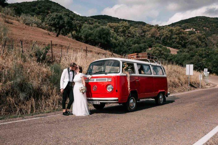 furgoneta-volkswagen-antigua-roja