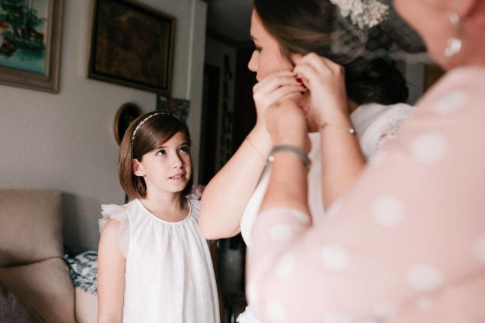 niña-observando-tita