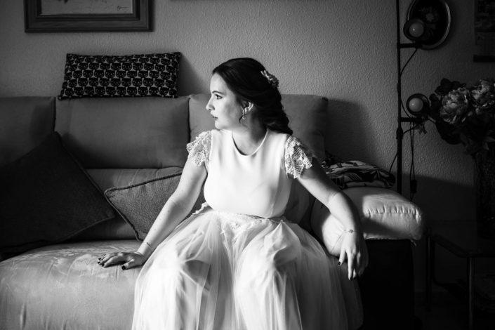 novia-sentada-blanco-negro