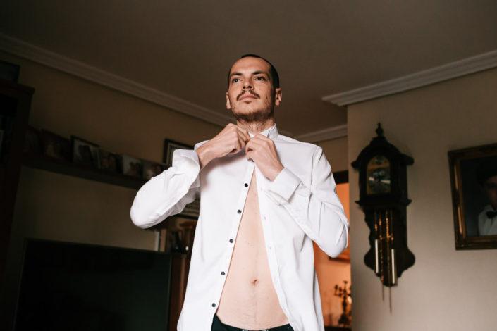 camisa-blanca-desabrochada