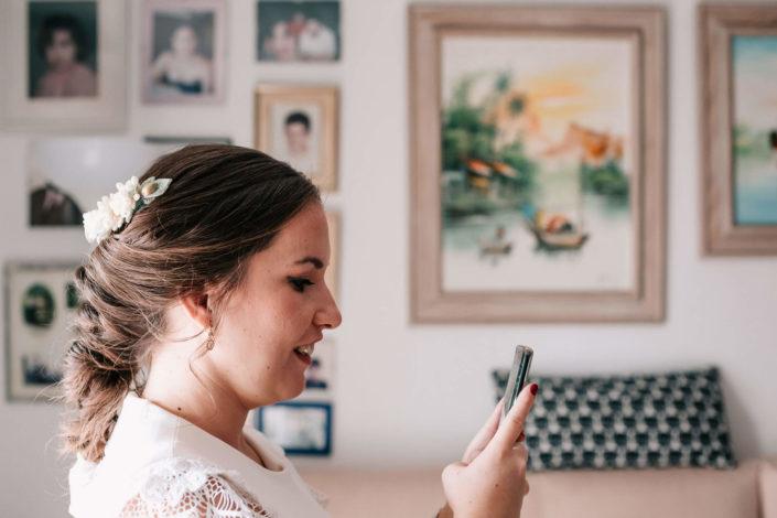 novia-con-smartphone