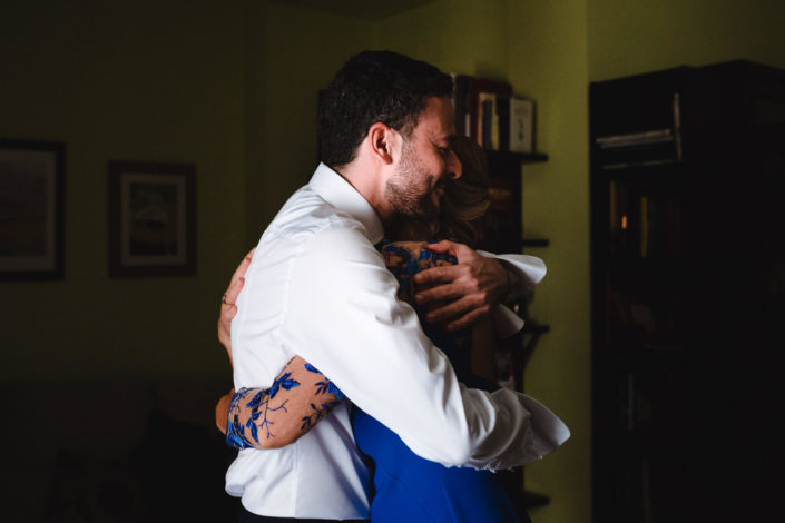 abrazo-madrina-novio