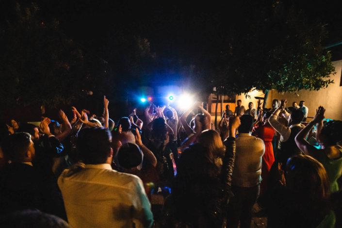 invitados-boda-de-noche-bailando