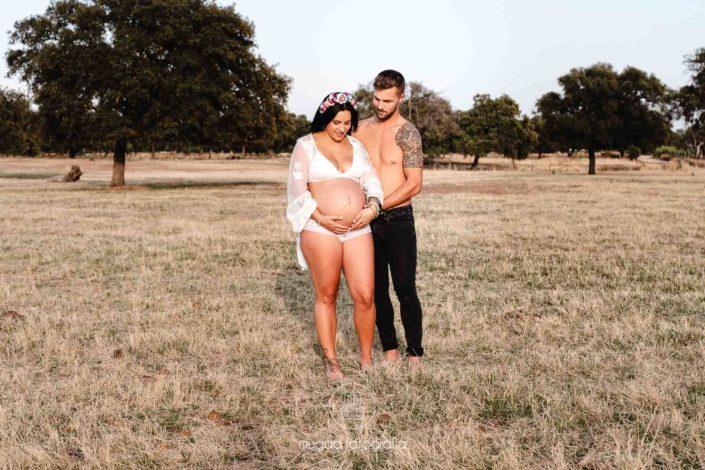 Embarazada en el campo