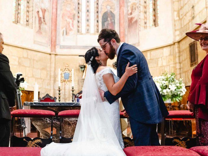 Beso-recién-casados