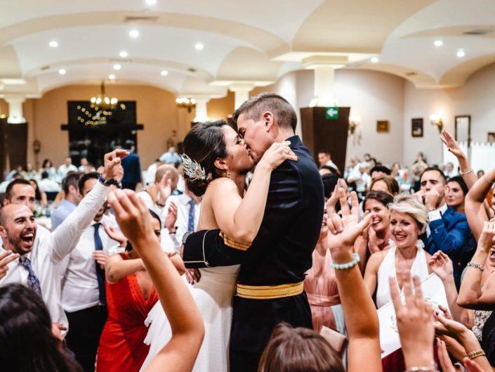 Beso-novios-boda