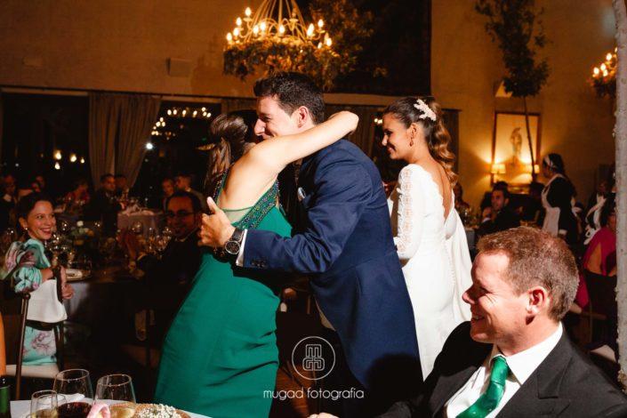 Abrazo celebracion boda