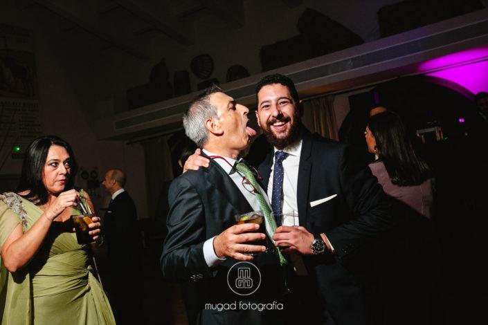 Invitados boda barra libre