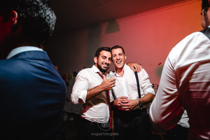 Alfonso-abrazo-amigo-barra-libre