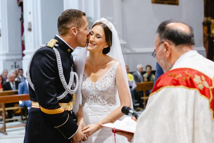 alfonso-besa-rosa-recien-casados