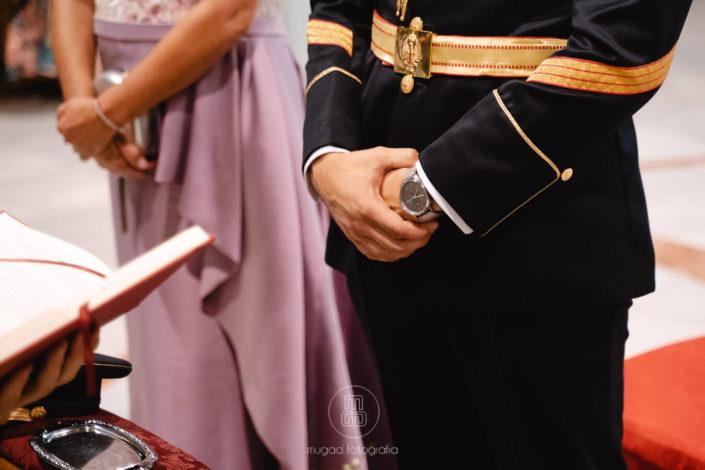 manos-alfonso-cinturon-militar