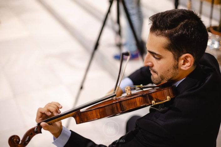 violinista-ameniza-ceremonia-boda